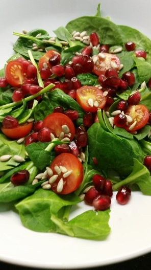 Spinach/Cherry tomato salad
